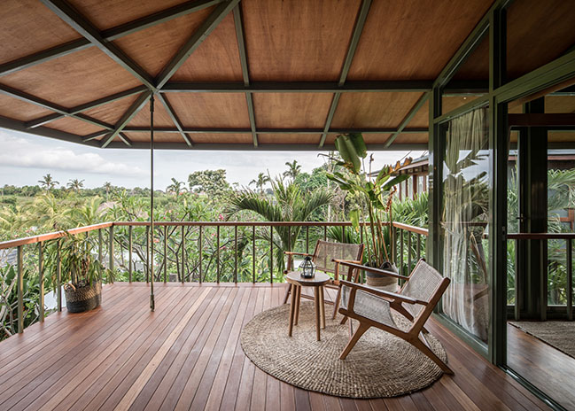 Steel TreeHouse C by Stilt Studios - your home between the treetops