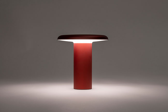Artemide Takku by Foster + Partners - a versatile, battery-powered lamp launches at Milan Design Week 2021