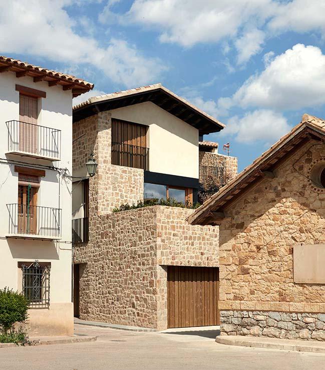 A House in Rural Aires in Rubielos De Mora by Ramon Esteve
